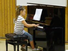 Angelika Soldatov am Klavier