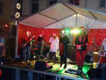"""Freitagabend rockte """"Experience Berlin"""" die Bühne auf dem großen Markt."""