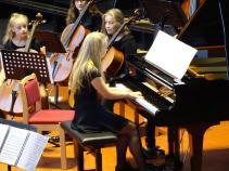 Theresa Telschow am Klavier