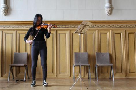 Yen Quinh Vu an der Violine